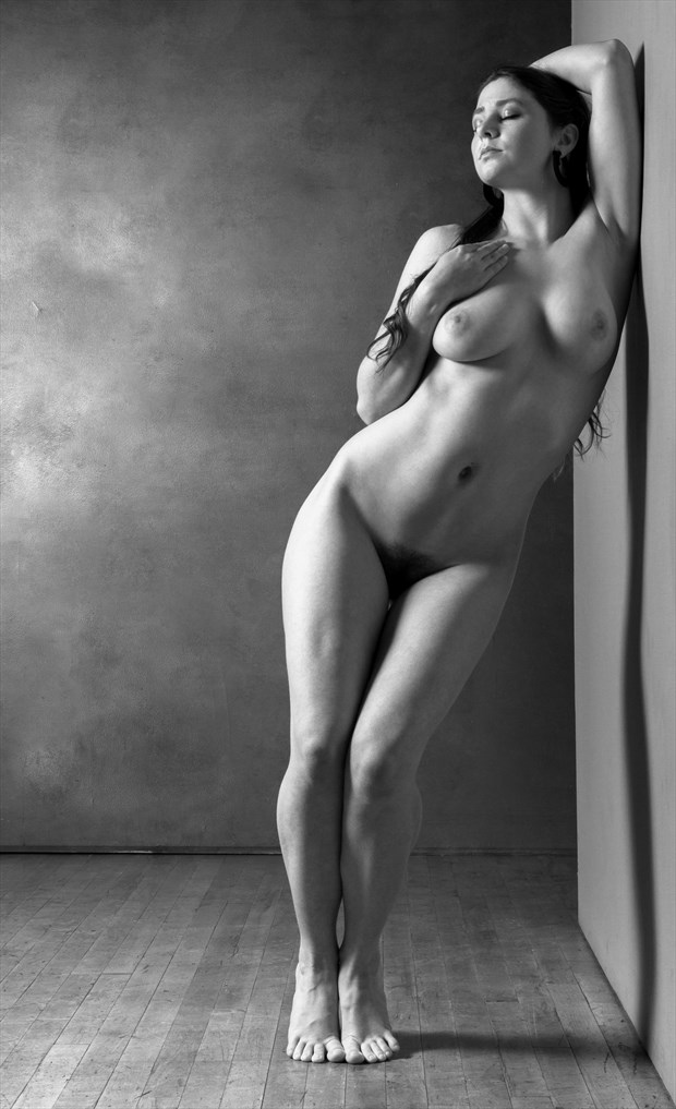 Molly All Natural and Full Figured Artistic Nude Photo by Photographer Risen Phoenix