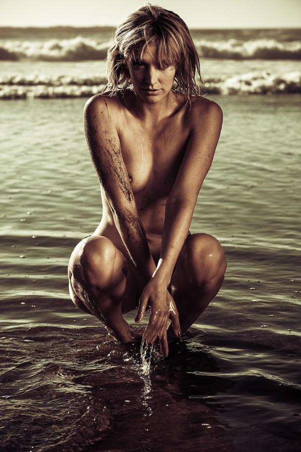 Mona Beach Artistic Nude Photo by Photographer Ian Montgomery