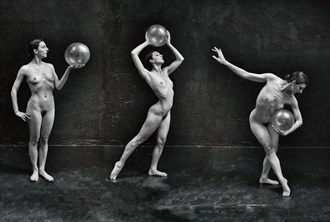 Movement of the Sphere Artistic Nude Photo by Photographer Randy Persinger