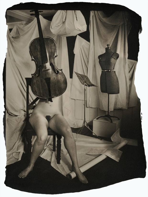 Music from within Artistic Nude Photo by Photographer Thomas Sauerwein