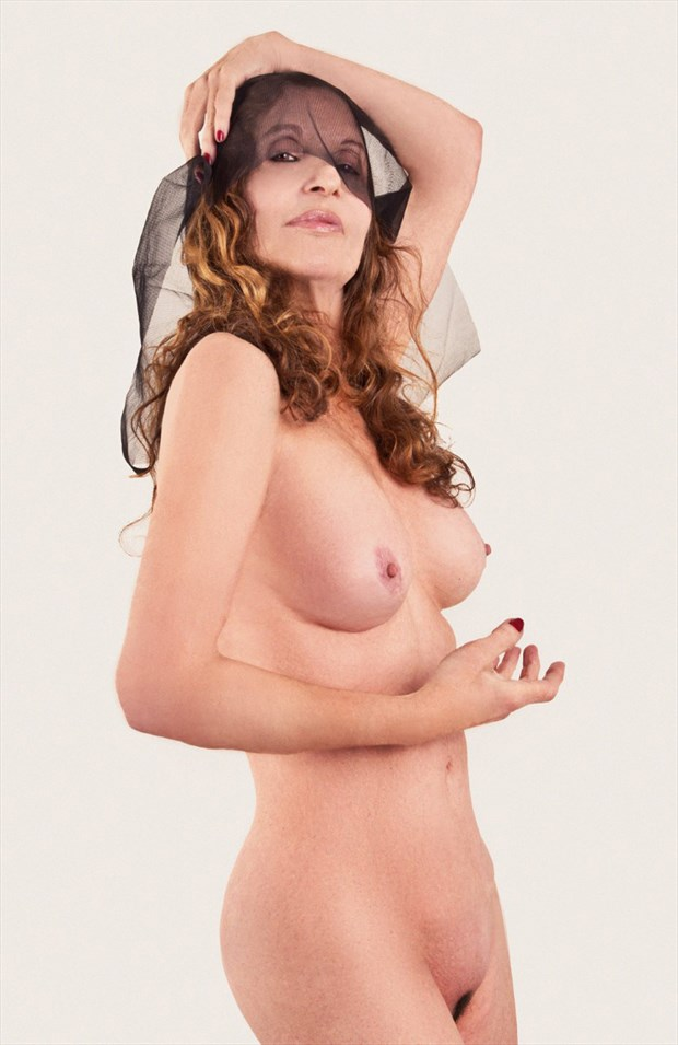 RAVORA ARTISTRY retoucher Artistic Nude Photo by Model Christine Berl