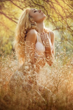 Nature Glamour Photo by Model Zoe West