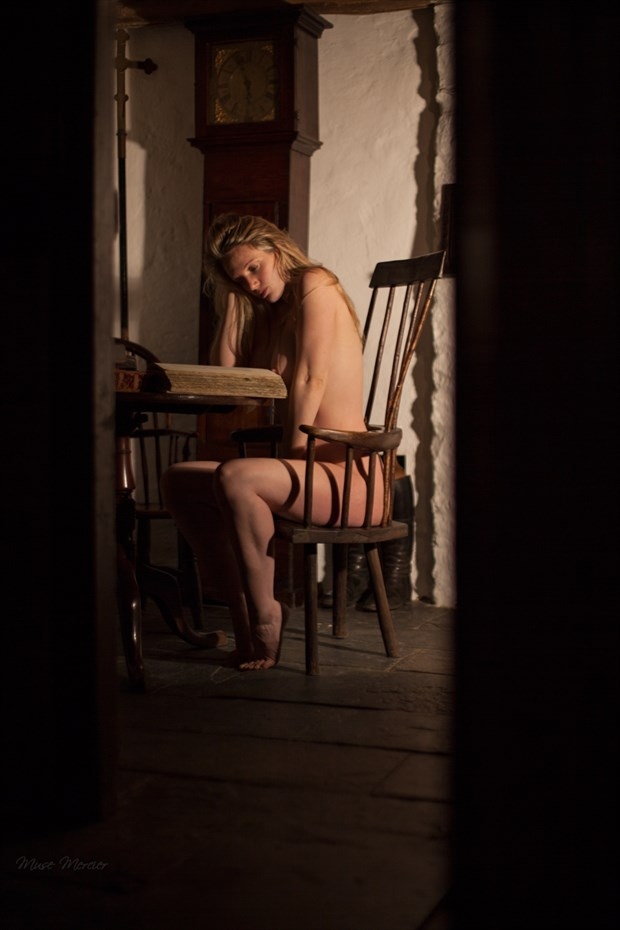 Night reader Artistic Nude Photo by Model Muse