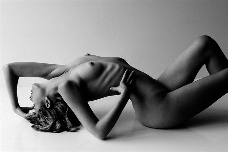Nom de Guerre Artistic Nude Photo by Model Sienna Hayes