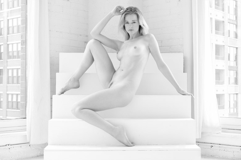 Olivia in Chicago Artistic Nude Photo by Photographer StromePhoto