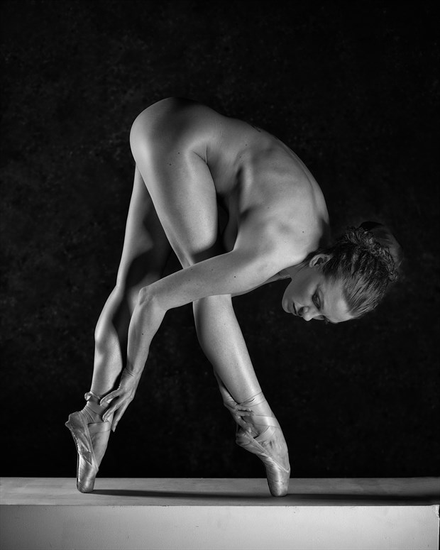 Perfect Poise Artistic Nude Photo by Photographer Symesey