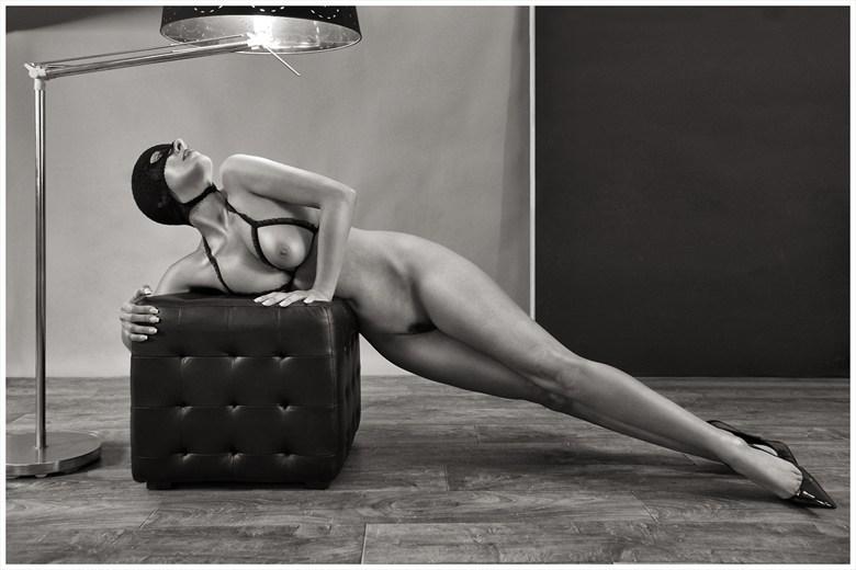 Perla Artistic Nude Artwork by Artist AlessandroVetrugno