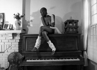 Piano Series Artistic Nude Photo by Model Crimson Reign