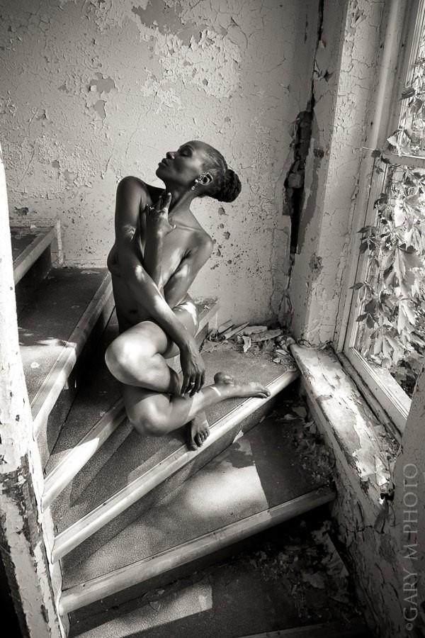 Posing in Ohio Artistic Nude Photo by Model Crimson Reign