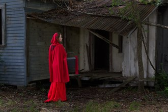 Red Riding Hood Cosplay Photo by Photographer JLMuuray Photography