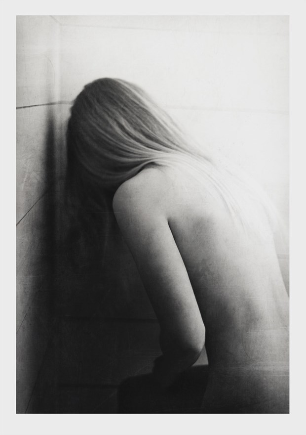 Rejecting Light for Sorrow Artistic Nude Photo by Photographer Tmon13
