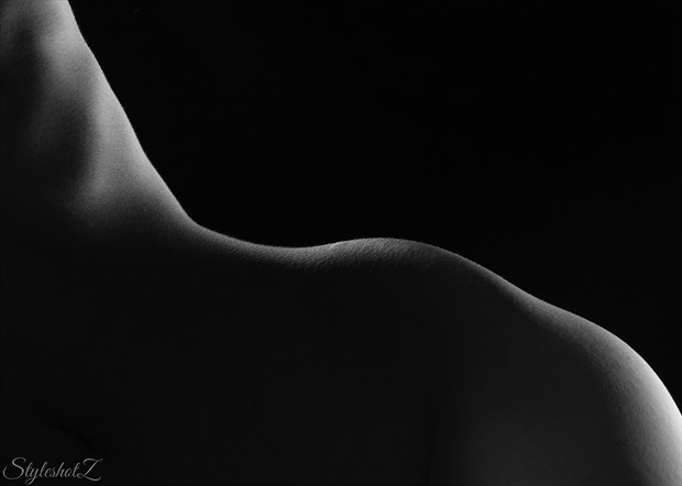 Right through the dark Artistic Nude Artwork by Model Diana Revo