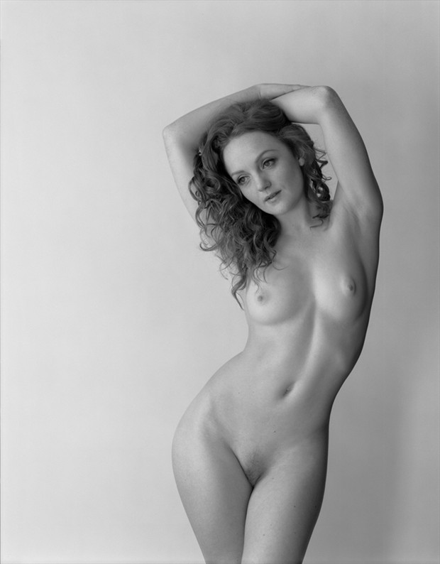 S Curve Artistic Nude Photo by Model Ivory Flame