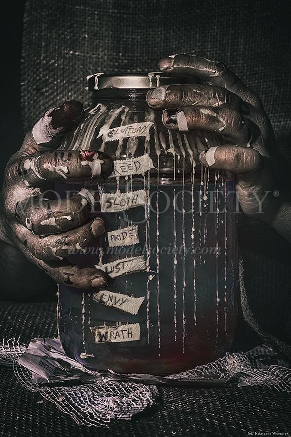 SEVEN Horror Artwork by Photographer Katarzyna Wieczorek