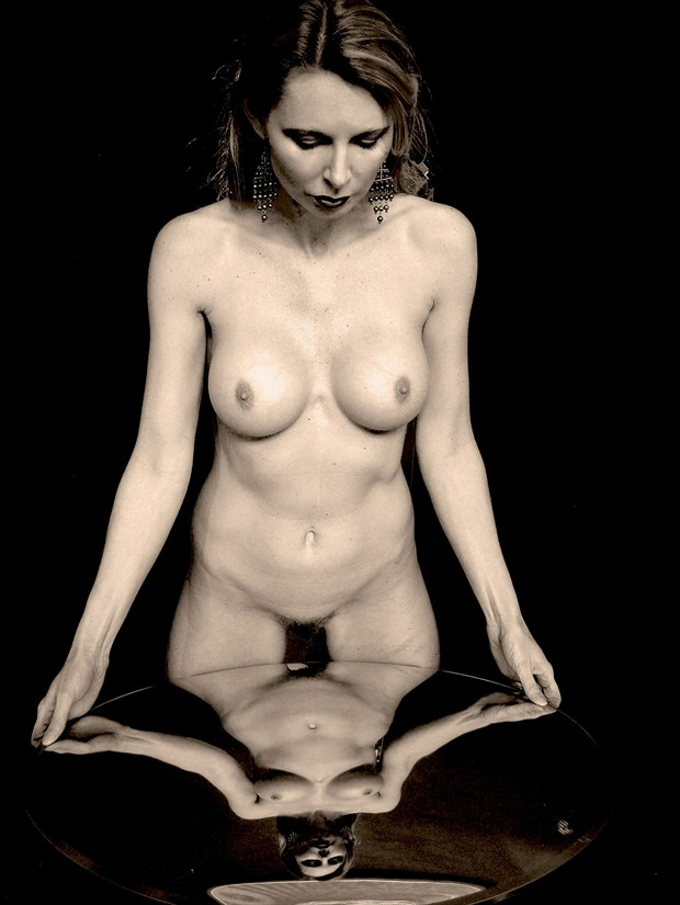 Savannah's reflectioin Artistic Nude Artwork by Photographer Frederic