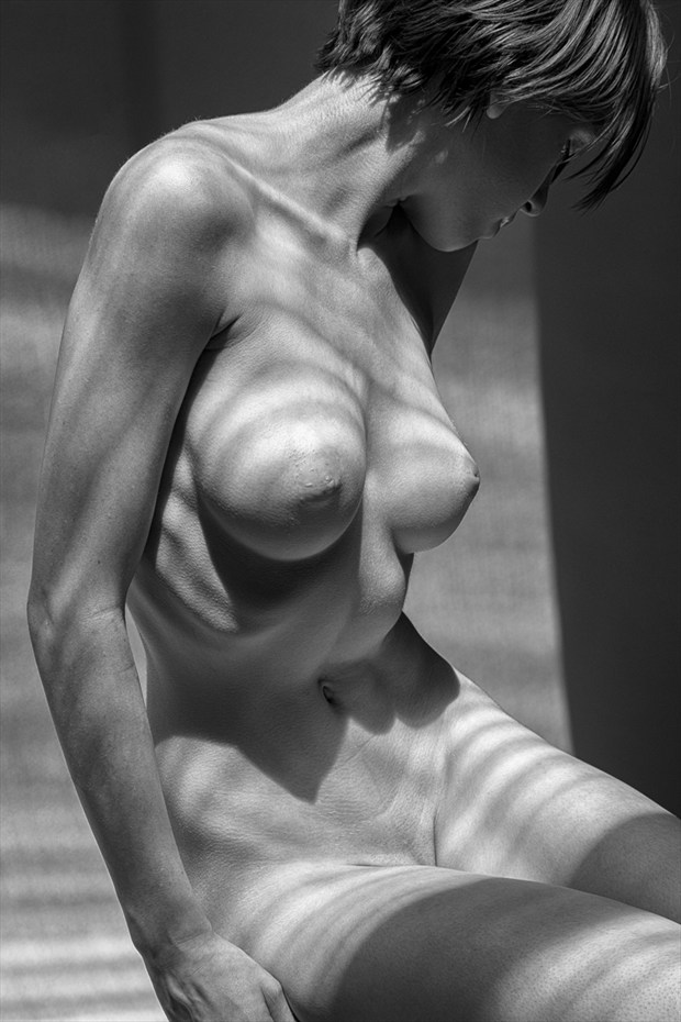 Seated   Mono Artistic Nude Photo by Photographer rick jolson