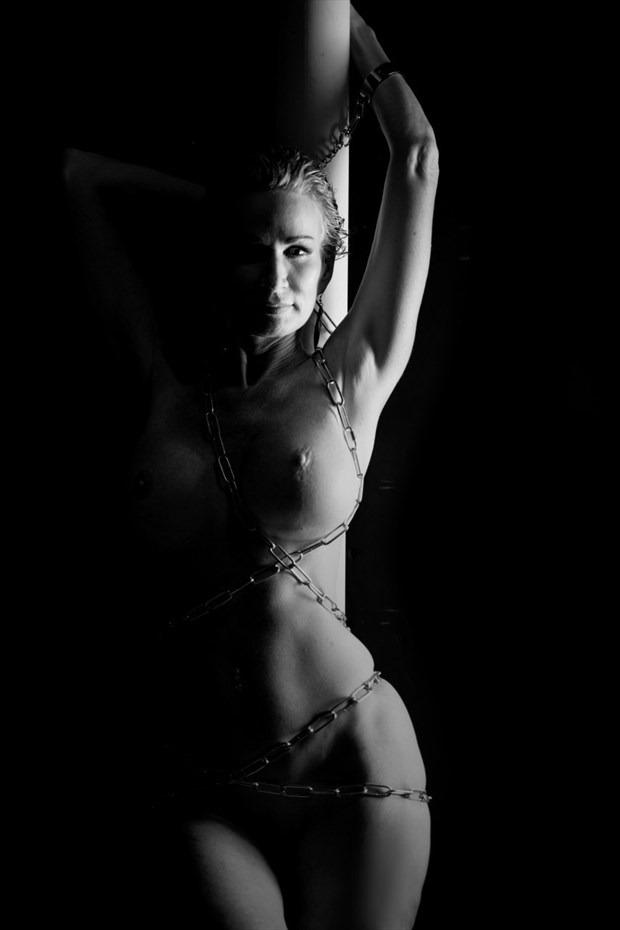 Shadow%E2%80%99s Dance Artistic Nude Photo by Model Sirsdarkstar