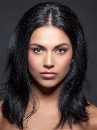 Sharina portrait Portrait Photo by Photographer Foto Finis (Mischa)