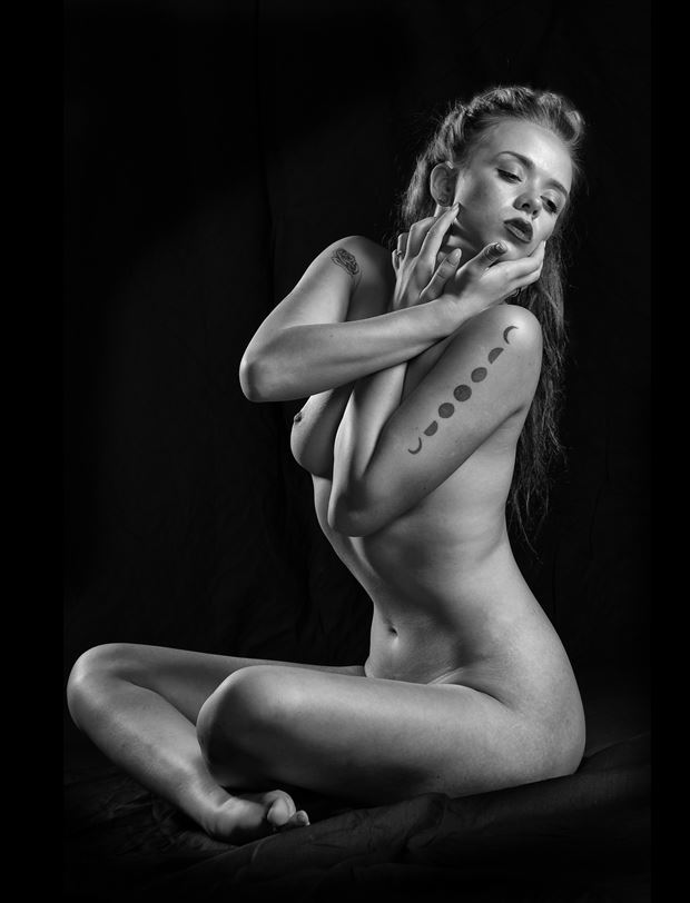 Shut Down Artistic Nude Photo by Model Aurora Red