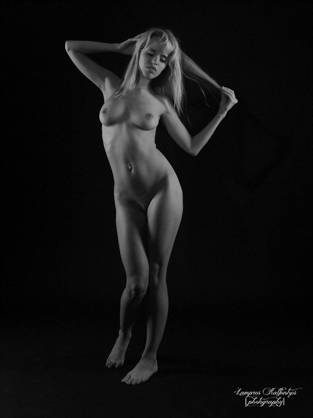 Silence Artistic Nude Photo by Artist 3ddream