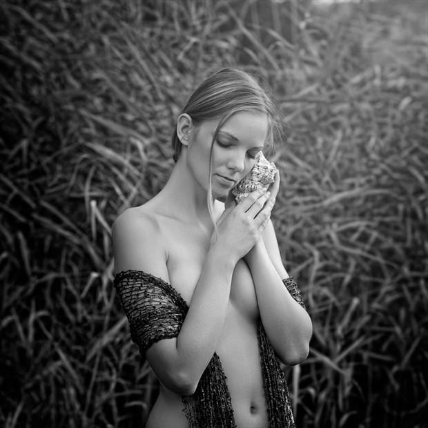 Silent sound Glamour Artwork by Photographer Momasko