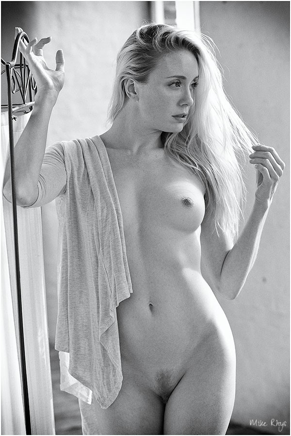 Simply beautiful Artistic Nude Photo by Photographer Mike Rhys