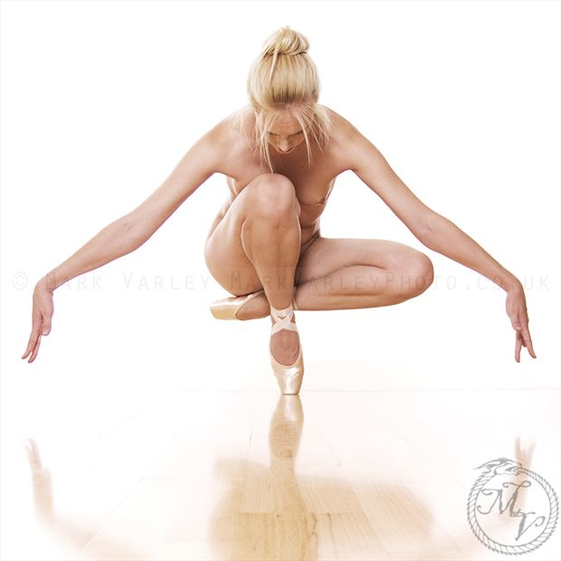 Single Pointe Artistic Nude Photo by Photographer Mark Varley