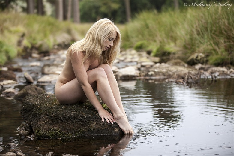 Sitting by the stream Artistic Nude Photo by Photographer Antz