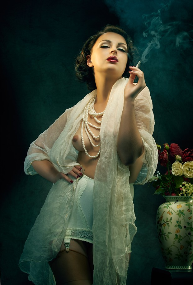 Smoking allowed Artistic Nude Photo by Photographer Richard Flaskegaard