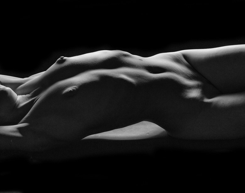 Soft Bodyscape Artistic Nude Photo by Photographer Shaun