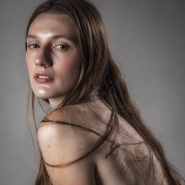 Soft Shoulder Studio Lighting Photo by Photographer rick jolson