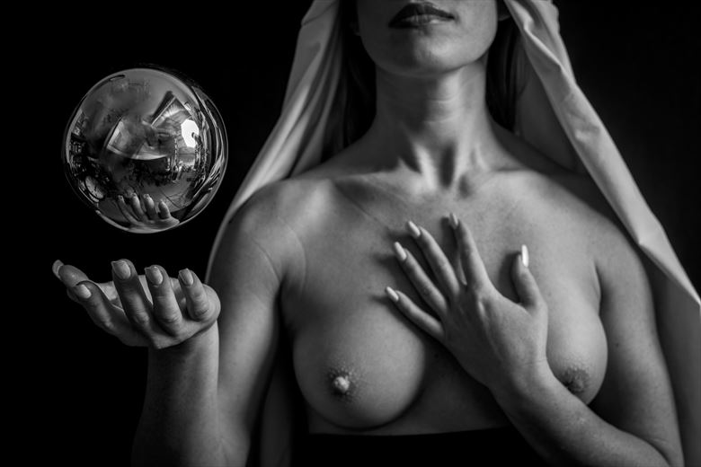 Sphere  Artistic Nude Photo by Model Andr%C3%A9a Noeli