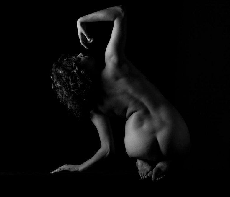 Spine and Shadow Artistic Nude Photo by Model Reece de la Tierra