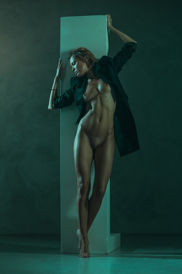 String Artistic Nude Photo by Photographer dml