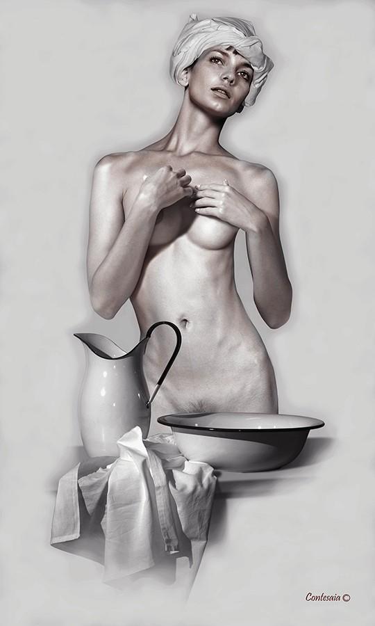 Studio 01 Artistic Nude Artwork by Artist Contesaia