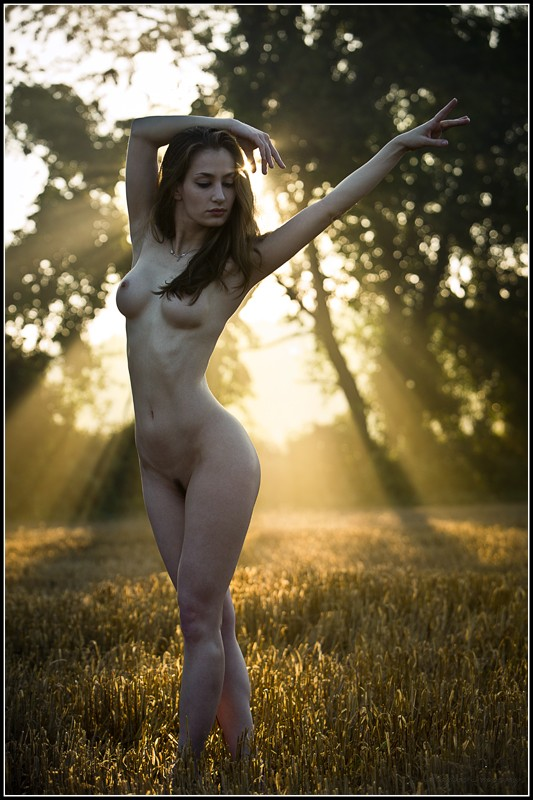 Sunrays Artistic Nude Photo by Photographer Magicc Imagery