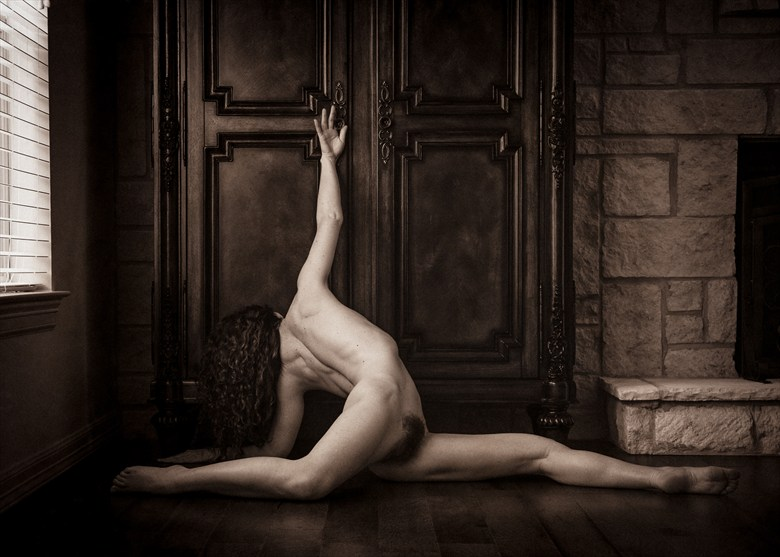 The Reach Artistic Nude Photo by Photographer Tom Kabe