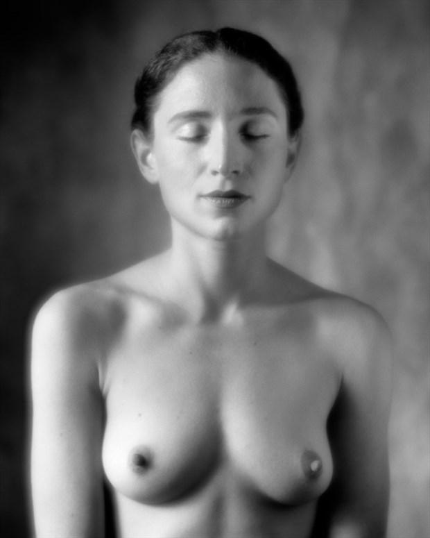 The Shape of Woman Artistic Nude Photo by Photographer Ektar