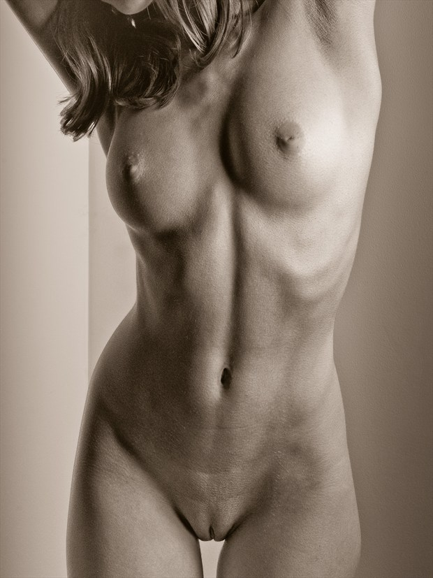 The sharpness of your skin Artistic Nude Photo by Model melancholic