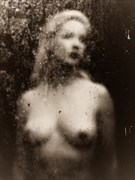 Through the glass (mono) Artistic Nude Photo by Model Em Theresa