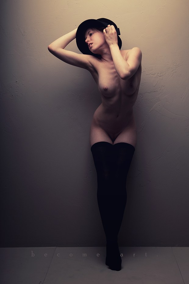 Tip toed Artistic Nude Photo by Model melancholic