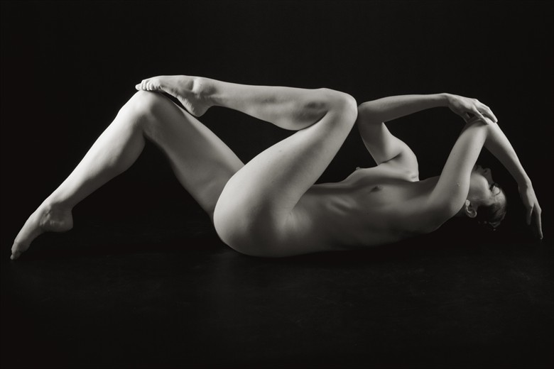 Triangles Repeated Artistic Nude Photo by Photographer Mark Bigelow