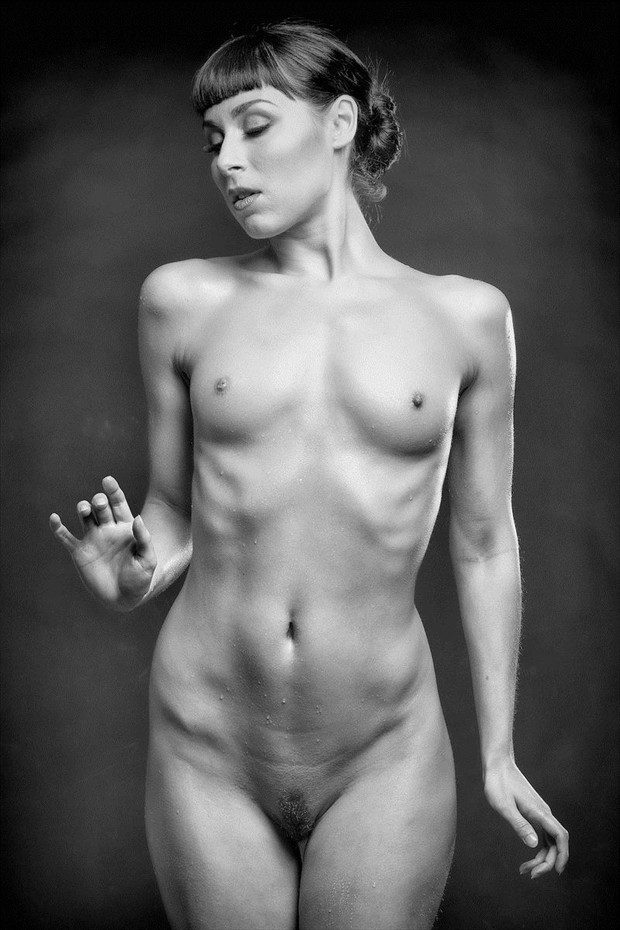 Trickle Down Artistic Nude Photo by Model Floofie