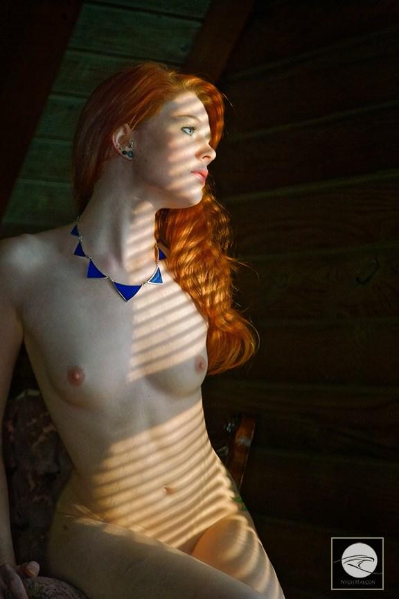 UZ8W5405_2MB Artistic Nude Photo by Photographer DeWynter