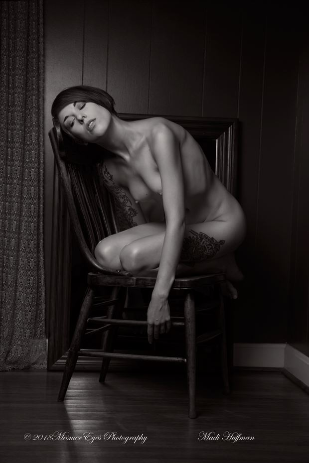 Uncomfortable Comfort Artistic Nude Photo by Photographer Mez