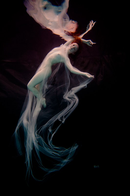 Underwater Dreaming XIX Artistic Nude Photo by Photographer Christopher Meredith