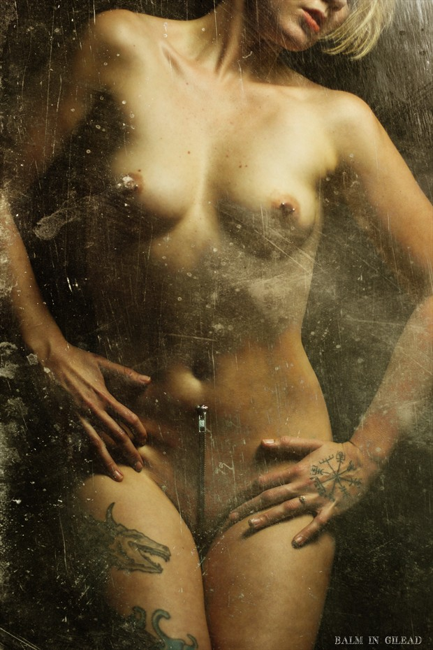 Unzip me Artistic Nude Photo by Photographer balm in Gilead