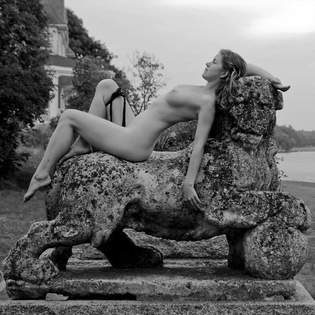 VIII. Strength Artistic Nude Photo by Model Arshae Morningstar