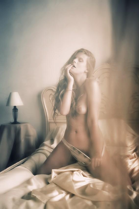 Valentina Artistic Nude Photo by Photographer Andrea Peria