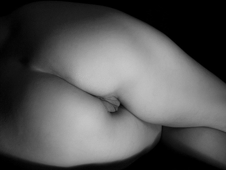 Venus Calipigia 2 Artistic Nude Photo by Photographer puss_in_boots